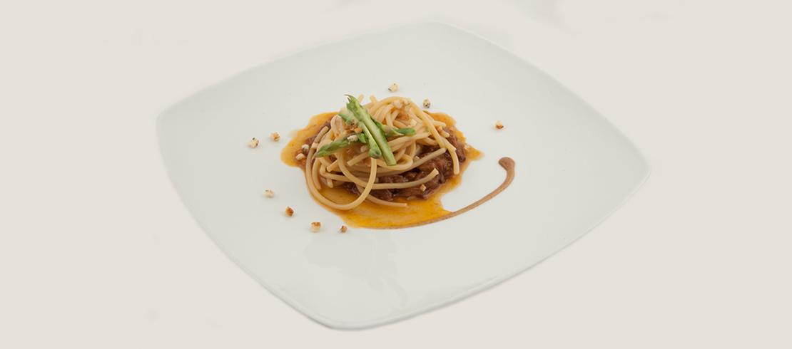 Spaghettoni al Grano Matt, coda di bue, luppolo selvatico e orzo