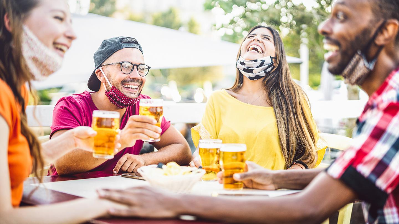 La birra simbolo dei momenti sociali del fuori casa